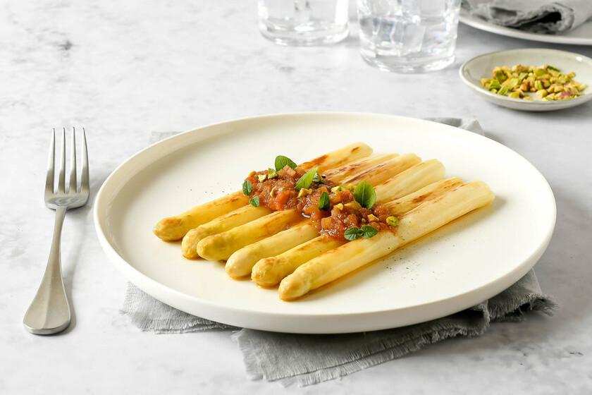 Espárragos blancos con vinagreta templada de tomate, receta sencilla, saludable y sabrosa