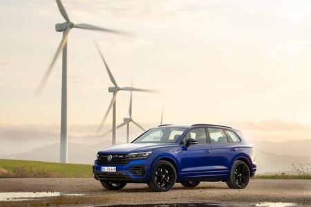 El Volkswagen Touareg R es un imponente SUV híbrido recargable de 462 CV con conducción semiautónoma hasta 250 km/h