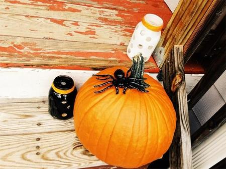 halloween-front-porch-and-mantle-10.jpg