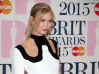 Karlie Kloss sabe cómo vestir de Tom Ford y ser la más sexy de los Brit