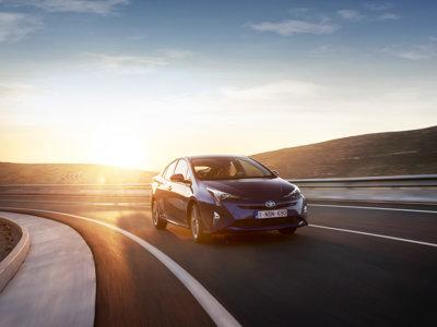 Cómo ha cambiado el Prius en 7 años: las imágenes de dos generaciones únicas
