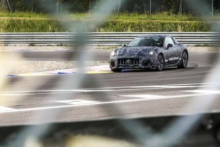 ¡Sorpresa! El Maserati GranTurismo será el primer coche eléctrico de Maserati y ya está rodando en carretera y circuito