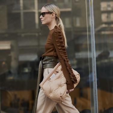 Este es el (llamativo) bolso que triunfa en el street style