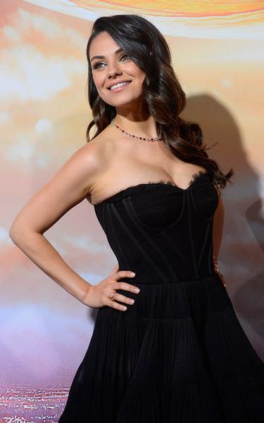 Mila Kunis vuelve a la 'red carpet' con un look imponente