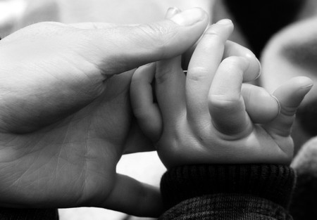 Guía para cortar las uñas al bebé (y no morir en el intento)