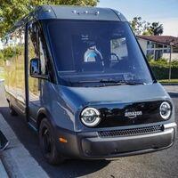 Amazon ya reparte paquetes con las furgonetas eléctricas de Rivian, y esto solo es el principio