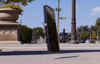 Sony Xperia Z1 vs el suelo, ¿quién ganará?