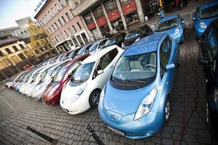 """Noruega en octubre: las ventas se mantienen con el Nissan LEAF a la cabeza y la aparición de grupos """"anti-tesla"""""""