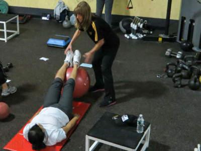 Consejos para evitar lesionarnos cuando ayudemos en el gimnasio