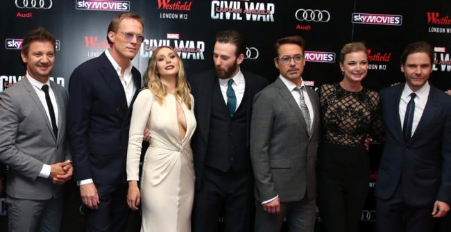 Las estrellas de Civil War posan durante la premiere en Londres