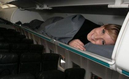 Cabinas de equipaje para dormir en largos trayectos