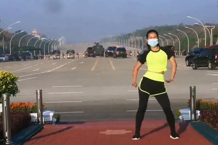 Un golpe de estado retransmitido durante una clase de aerobic: en Myanmar todo es posible