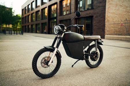 Black Tea Moped 2020