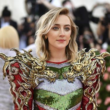 Gala MET 2019: Saoirse Ronan se postula como la más guerrera de la noche
