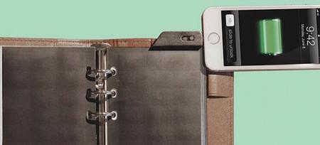 Solar Page, un panel solar que cabe en una libreta y alimenta nuestro smartphone