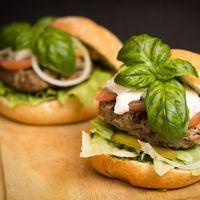 Las hamburguesas veganas son más saciantes que las de carne, según un estudio