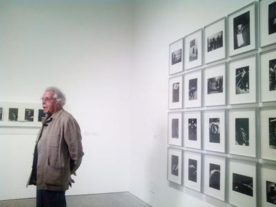 Visitamos la exposición Fotos y libros en el Museo Reina Sofía junto a Ramón Masats