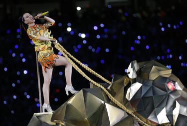 Katy Perry se convirtió en la reina del Pop (y de Moschino) en la Super Bowl 2015