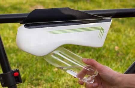 Esta sorprendente botella convierte la humedad del aire en agua potable