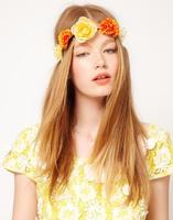 La primavera florece en nuestras cabezas ¡las diademas más florales vienen pisando fuerte!
