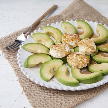 Receta de ensalada de aguacate, queso y miel