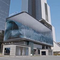 Una inmensa ola dentro del edificio: una pantalla LED de 1.620 m2 y la magia de la anamorfosis consiguen este alucinante efecto
