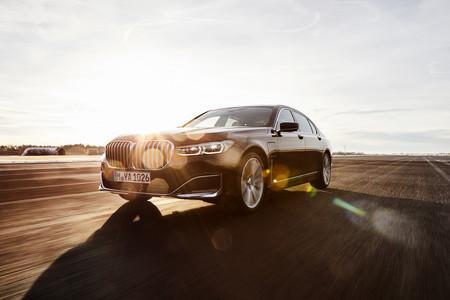 Así es el BMW 745e: un híbrido enchufable con hasta 58 kilómetros de autonomía eléctrica y etiqueta Cero