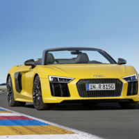 ¿Pagarías 209.420 euros por desmelenarte en el Audi R8 Spyder a 318 km/h?