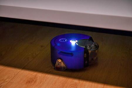 Dyson tiene un nuevo robot aspirador: '360 Heurist', ahora con luces LED para limpiar en plena oscuridad
