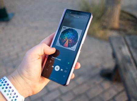 Samsung Galaxy Z Fold 2 07 Sonido 01