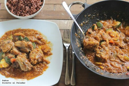 Wok de pollo asado y calabacines al curry, receta de aprovechamiento