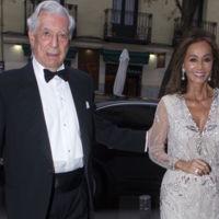 Isabel Preysler, más bronceada que nunca, vuelve a confiar en Pronovias para brillar en Madrid