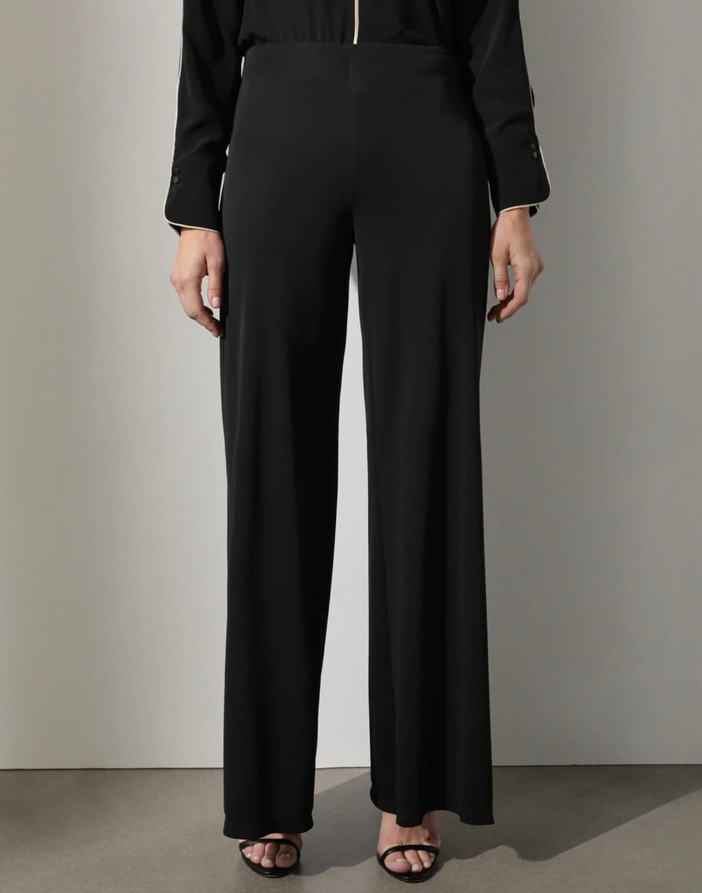 Pantalón amplio de mujer en color negro