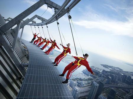 EdgeWalk en la CN Tower de Toronto, adrenalina urbana al máximo