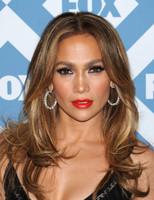 De los labios vinilo de Jennifer López a la elegancia de Emily Deschanel, las celebrities se resisten a dejar las alfombras rojas