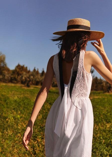 Delicada e impoluta: la nueva colección de Mango se tiñe de blanco nuclear para vestir tus días de verano