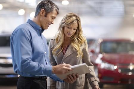 ¿Compraste un auto nuevo? No se te olvide revisar esto antes de salir de la agencia