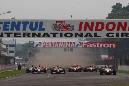 Sébastien Buemi gana su primera carrera de GP2 en los despachos