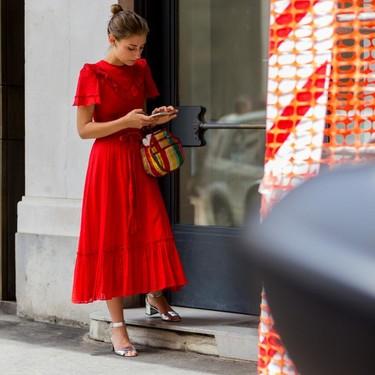 Nueve formas de combinar nuestro vestido rojo con diferentes zapatos y bolsos para usarlo sin parar