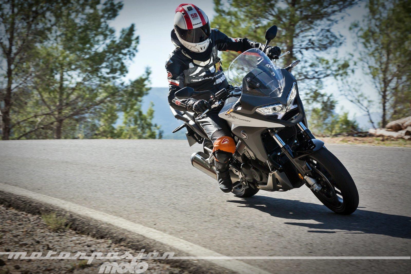 Foto de Honda VFR800X Crossrunner - Acción (22/23)