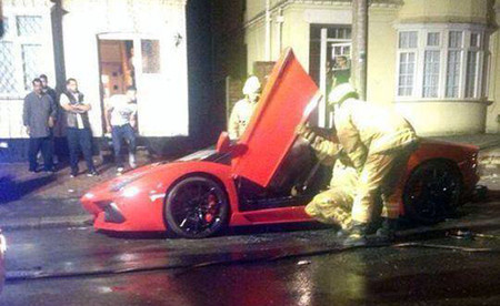Vandalismo en Londres: incendian un Lamborghini Aventador Roadster