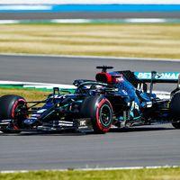 Lewis Hamilton celebra el 70 aniversario de la Fórmula 1 marcando el mejor tiempo en Silverstone
