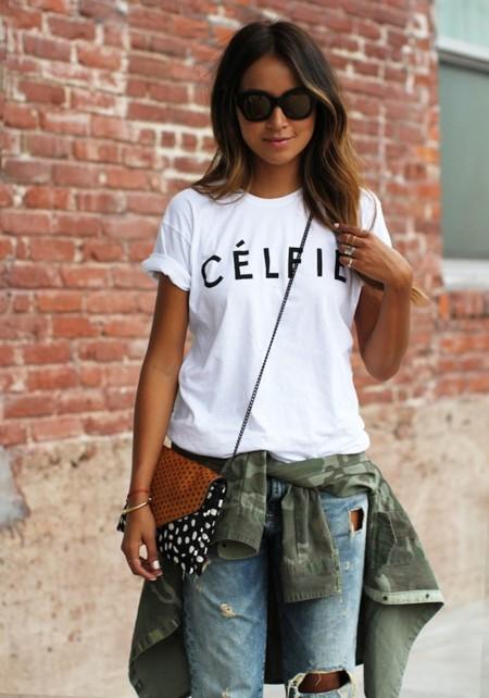 La (ego)blogger que se apunta a la moda de diseñar camisetas con logos (de grandes firmas)