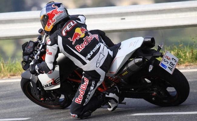 felix baumgartner en moto