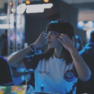 """""""Yo la violaba y la mataba"""": La streamer Helensitta denuncia la violencia machista que recibió en un gameplay"""