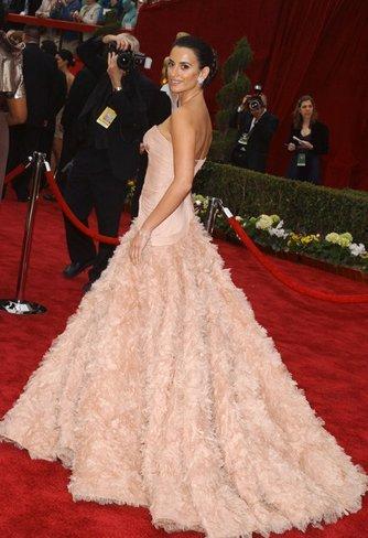 El vestido de novia de Penélope Cruz: sus mejores looks con vestidos de fiesta blancos. Versace I