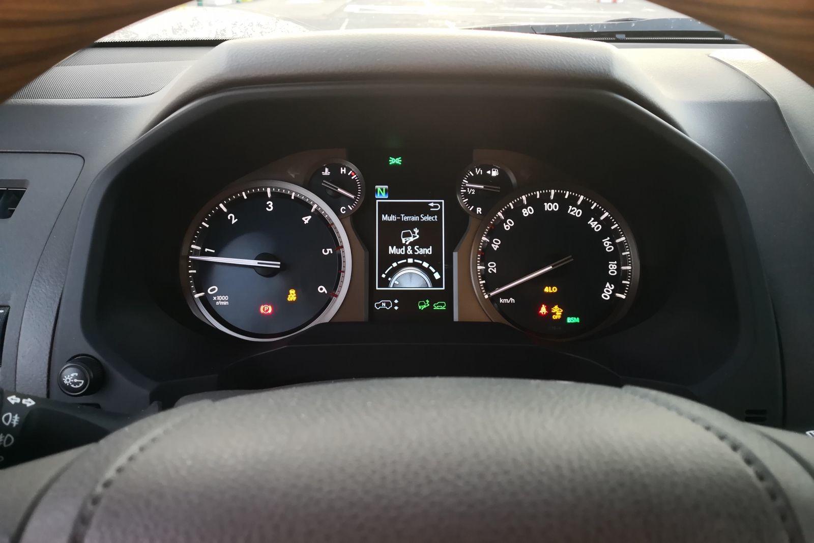 Foto de Toyota Land Cruiser Limited - Fotos interiores (22/25)