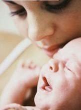 Acudir al llanto del bebé no es malcriarlo
