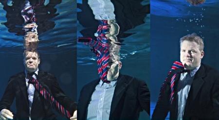 Retratos bajo el agua de la piscina