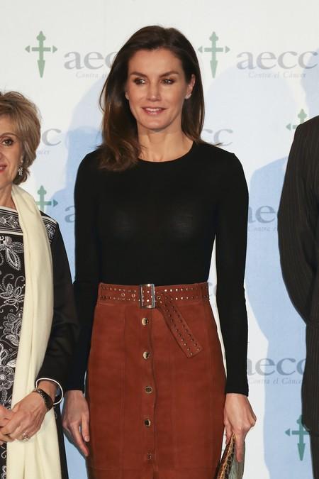 El look de la Reina Letizia con falda de ante que puedes copiar en Zara